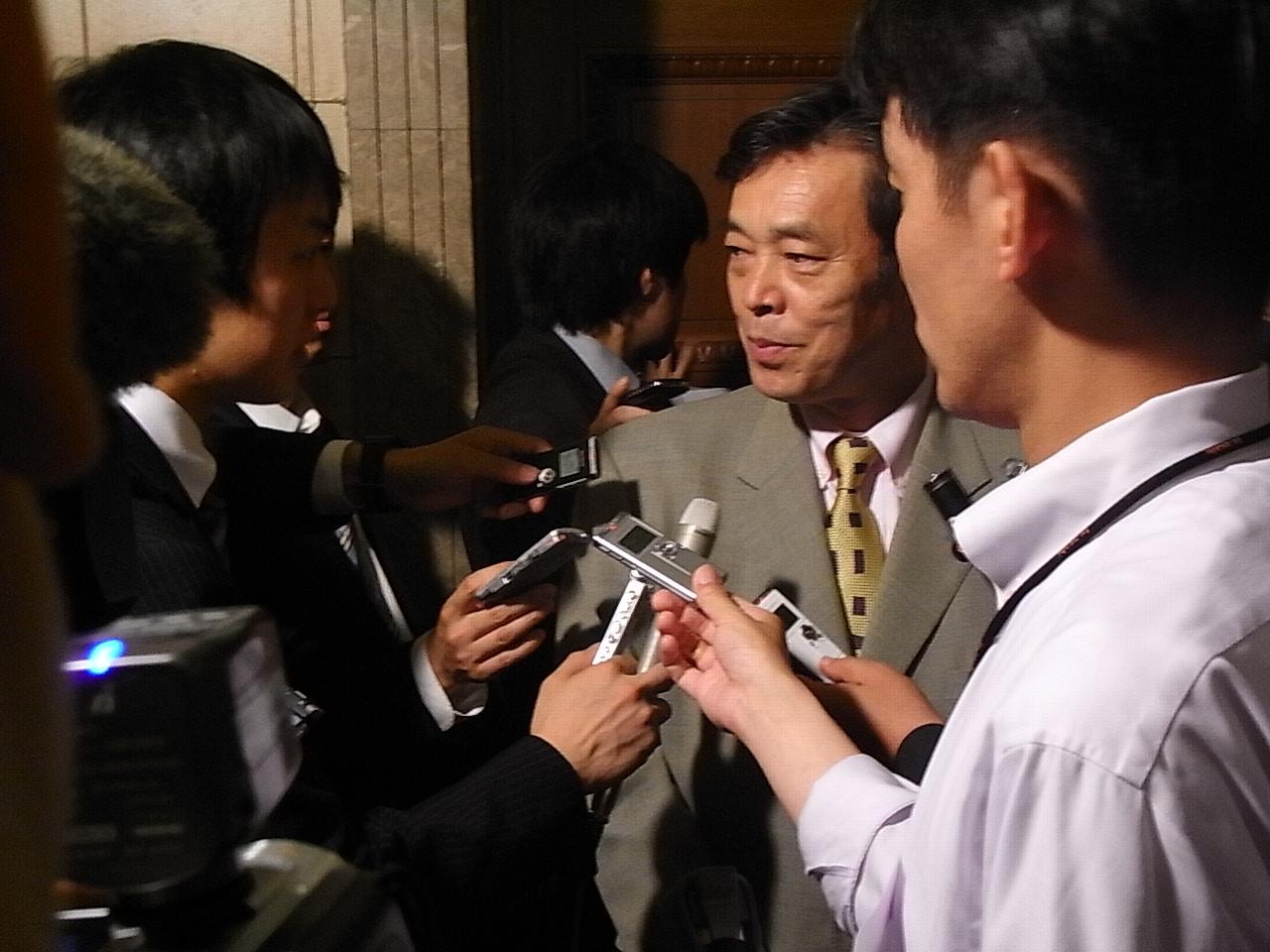 鳩山総務相辞任について会見