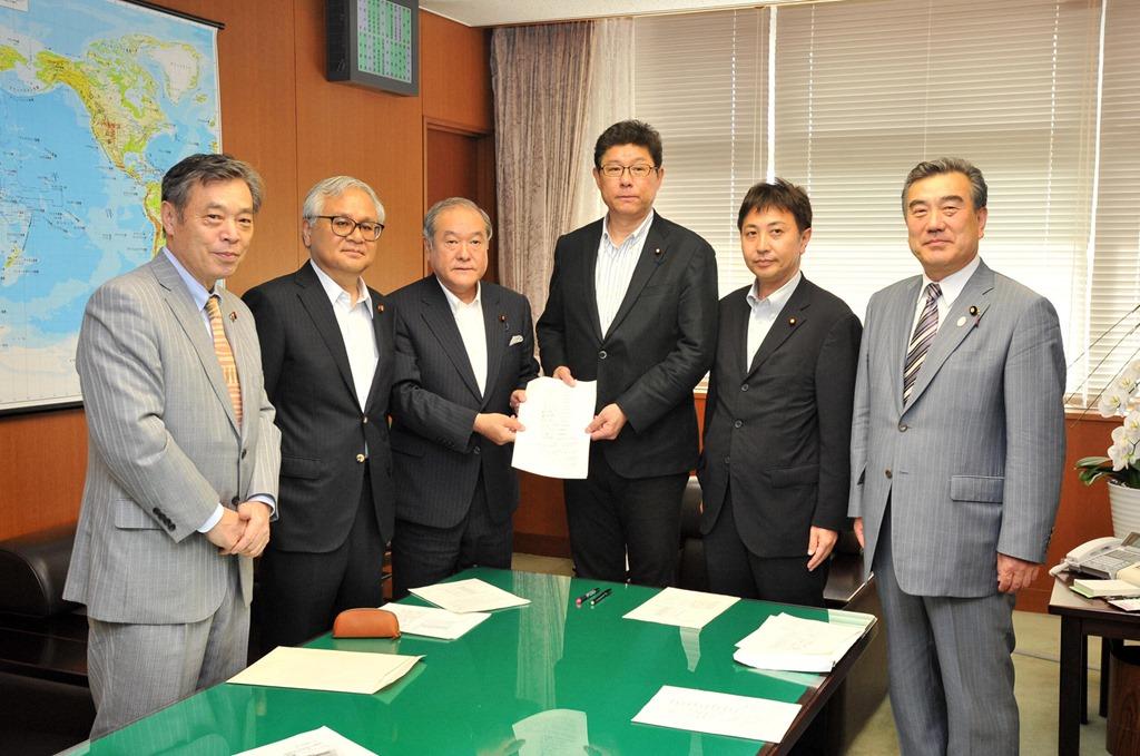 高木毅国土交通副大臣が応対しました.