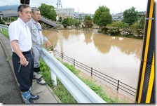 福知山水害視察、足立議員と