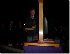 阪神・淡路大震災追悼早朝集会希望の鐘を撞く