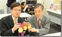 レスリング議連金メダル紹介