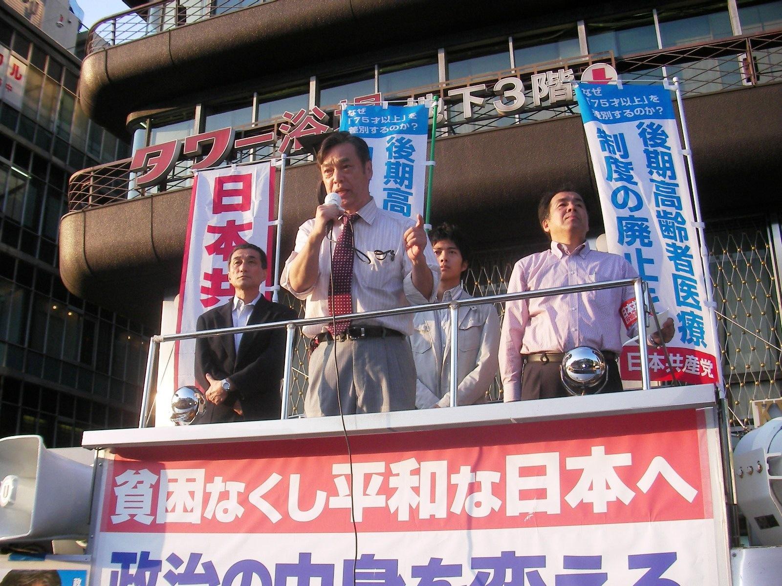 京都タワー前で街頭演説