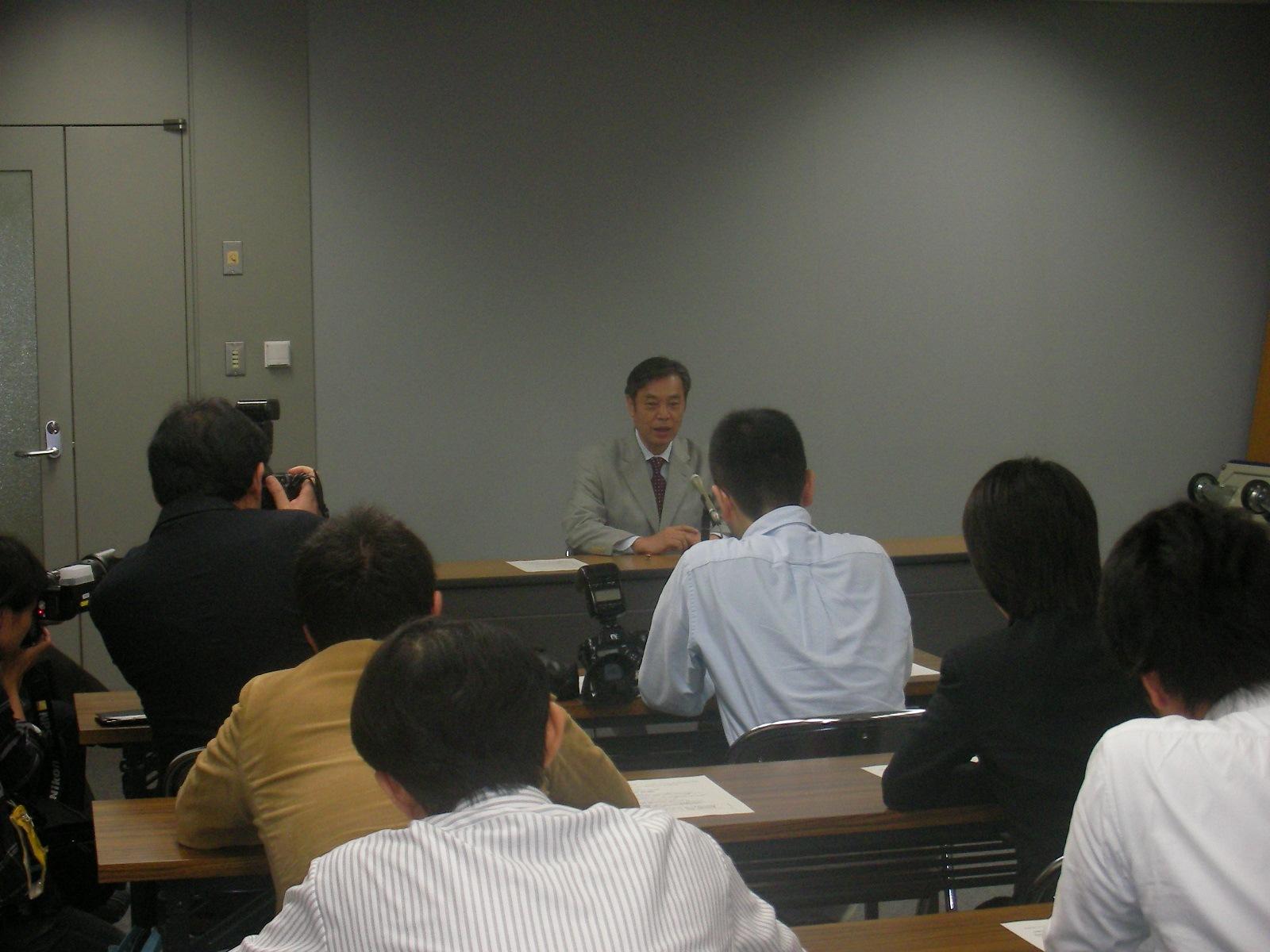 京都で「記者呼び込み」会見