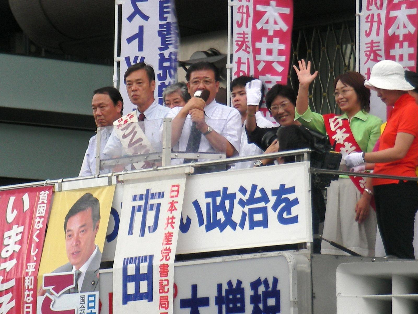 京都タワー前で演説