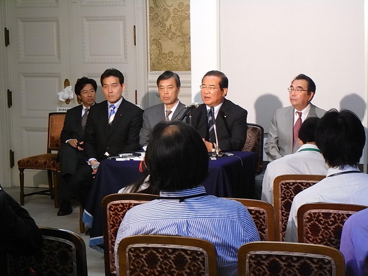 内閣不信任決議案提出会見