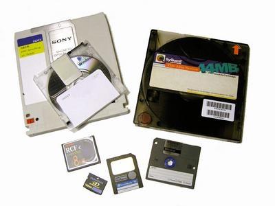 デジタル記憶媒体の数々