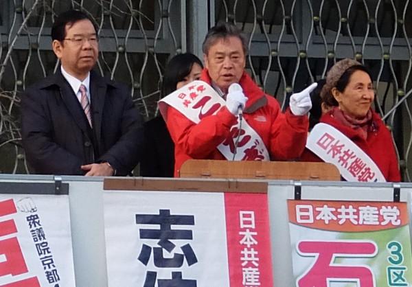 志位委員長と京都駅前