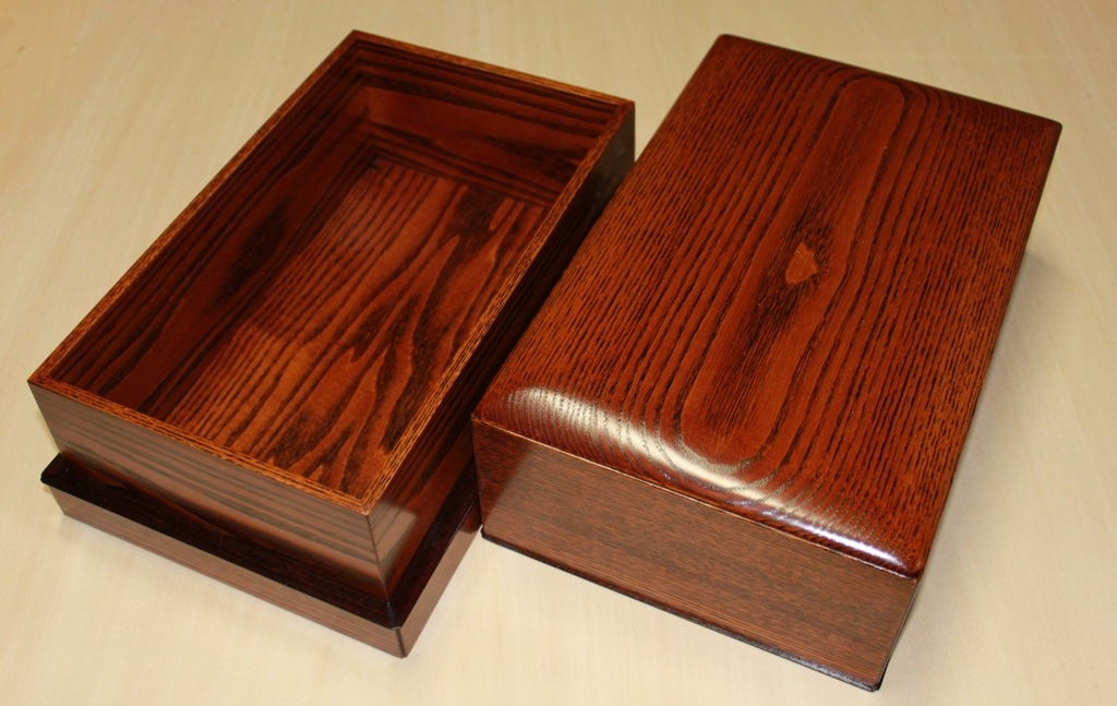昔から使われてきた技法の一つである、隠し蟻組(かくしありぐみ)という技術を使った手箱