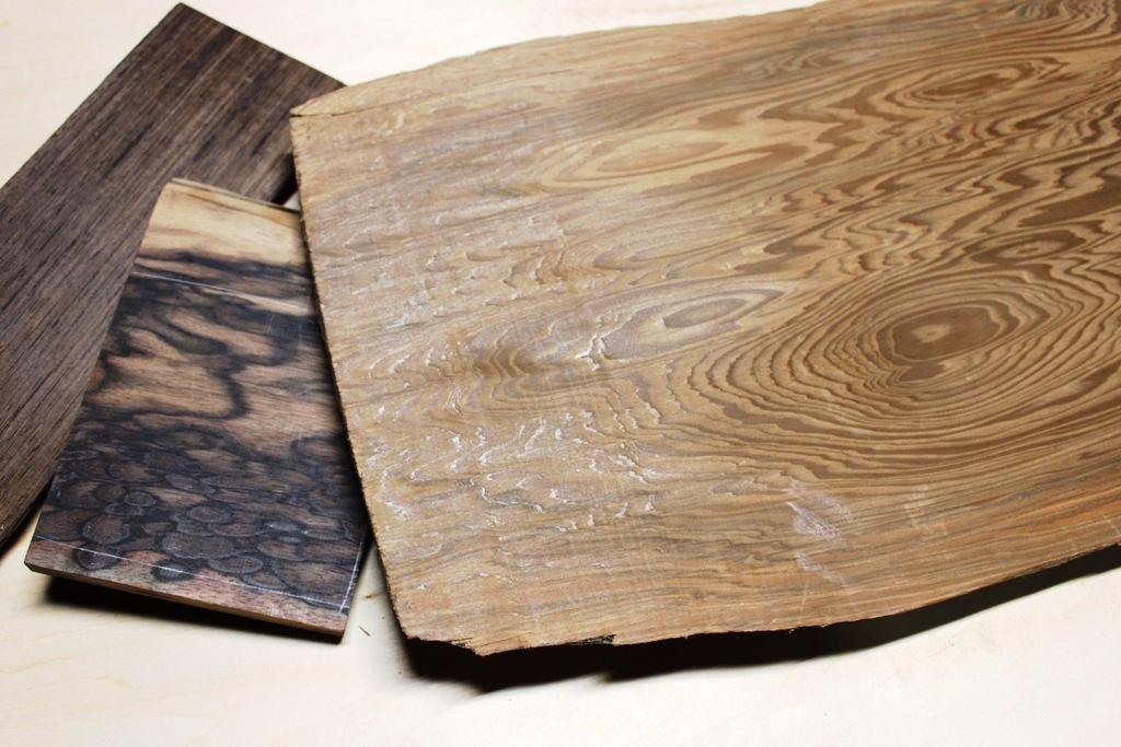 京指物で使用する材木、手前より、神代杉、黒柿、黒タン