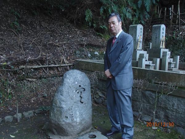 谷崎墓碑小