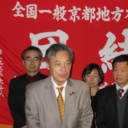 ご挨拶をさせていただきました。左から井坂博文市会議員、私こくた恵二、玉本なるみ市会議員、浜田良之府会議員