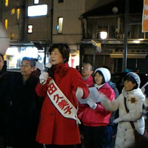 河原町三条で最後の訴えをする本田久美子候補。